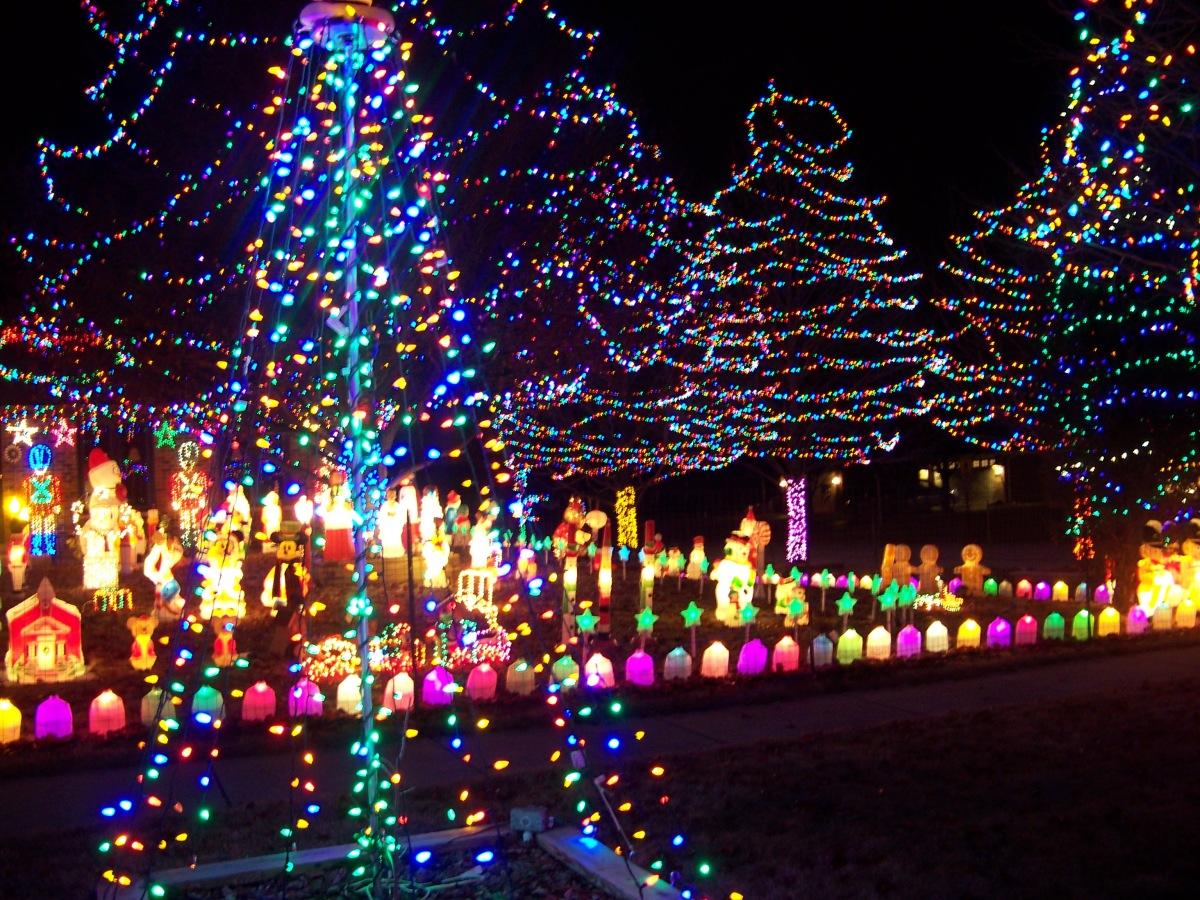 Holiday Displays Southland Has Its Share Of Bright Ideas Allison Dancingledchristmaslightcircuit Matyus